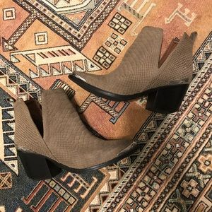 Jeffrey Campbell Cromwell Booties size 7